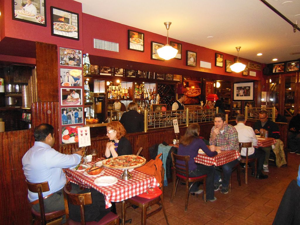Lombardi S Pizza In Little Italy America S First Is Still