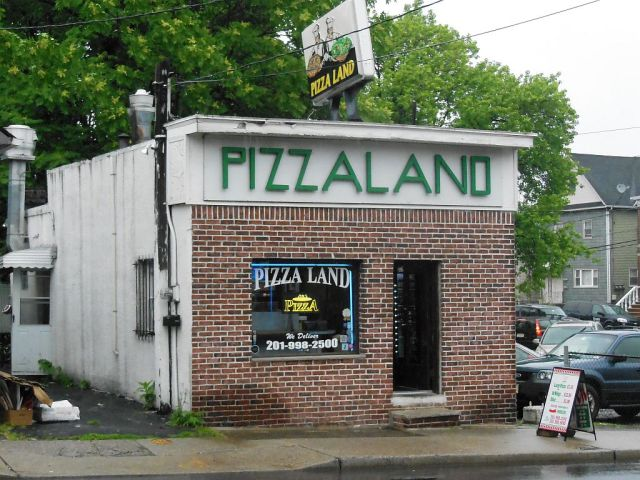 Pizzaland outside - RESIZE