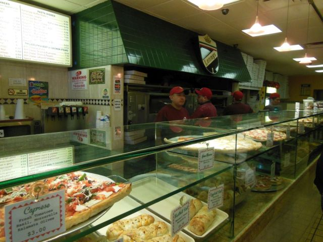 Lennys Pizza - counter - RESIZE