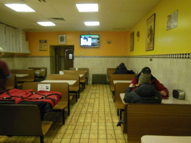 Lennys Pizza - inside  - RESIZE