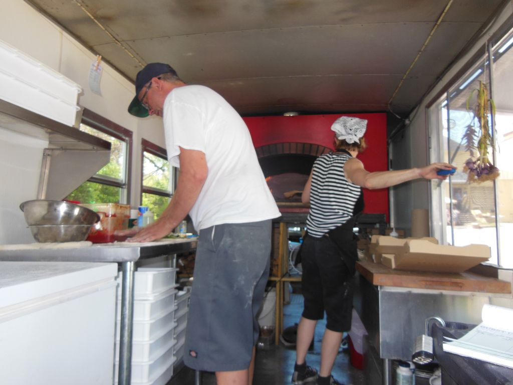 Crankees Pizzeria Pizza Truck Fires Up Pies In Music City
