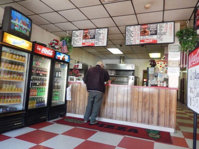Mikes Pizzeria - counter - RESIZE