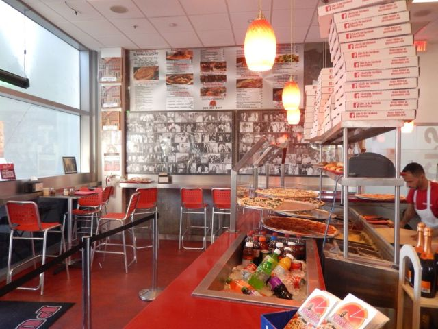 Puccis Pizza - inside - RESIZE
