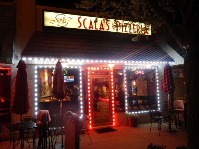 Scalas Pizzeria - outside - RESIZE