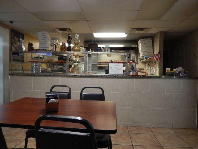 Vals Pizzeria - inside - RESIZE