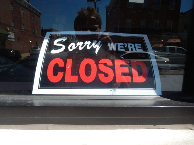Tonys - closed sign - RESIZE