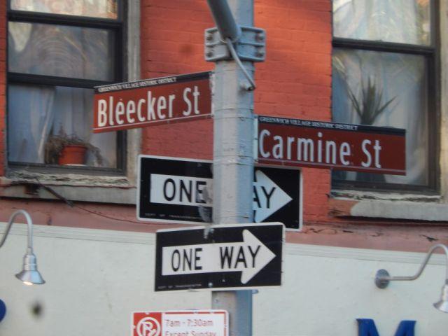 Numero 28 - corner sign