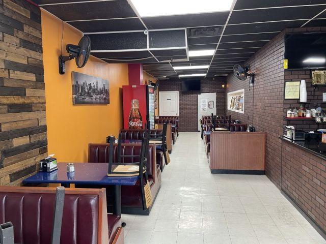 Brooklyn Pizza & Cafe - inside2 - RESIZE